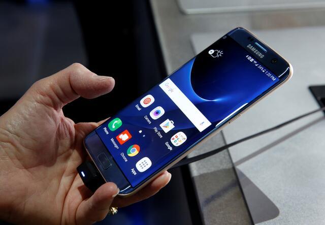 Samsung-S7-Edge-Blue-okostelefon